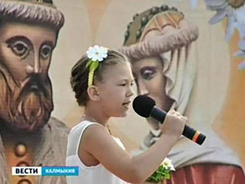 В сквере Сергия Радонежского прошел праздничный концерт «Цветок радости»