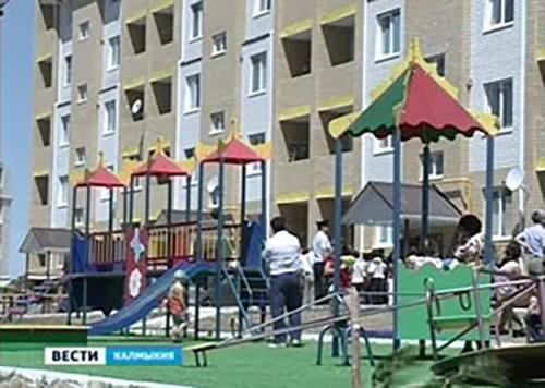 Ключи от новых квартир в Элисте получили еще 40 детей сирот