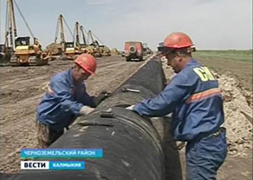 Первый этап работы по сооружению газонефтепровода в Черноземельском районе завершается