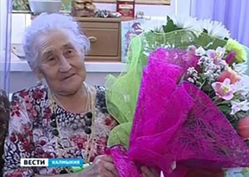 В июле 30 долгожителей Калмыкии получили поздравления Владимира Путина