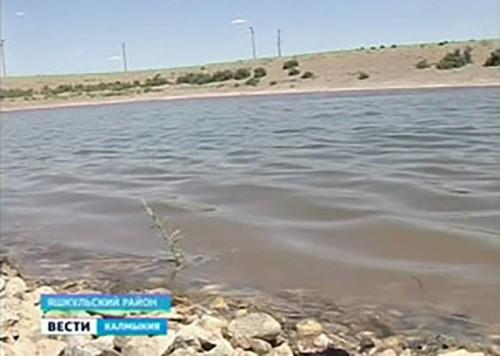 В каждый двор поселка Гашунский Яшкульского РМО Калмыкии проведен водопровод