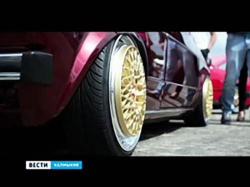 В Элисте прошел фестиваль спортивных и ретро-автомобилей