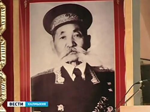 В Элисте открылась фотовыставка, посвященная Оке Городовикову