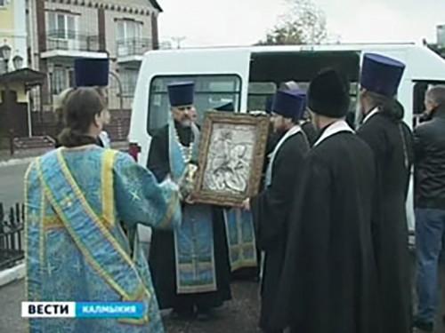 В Калмыкию доставили христианские реликвии