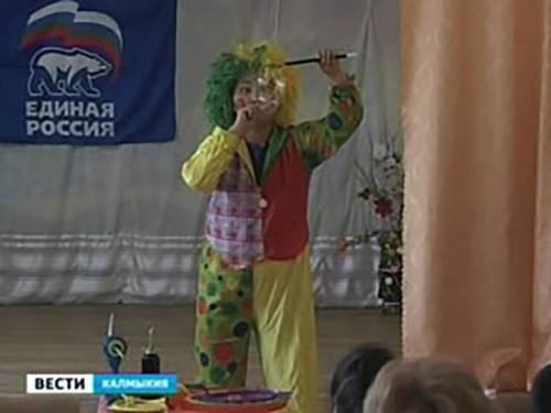 Воспитанники элистинского дома-интерната получили подарки