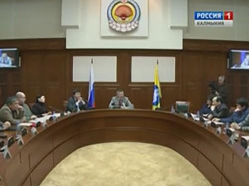 В зале заседаний правительства началась пресс-конференция Алексея Орлова