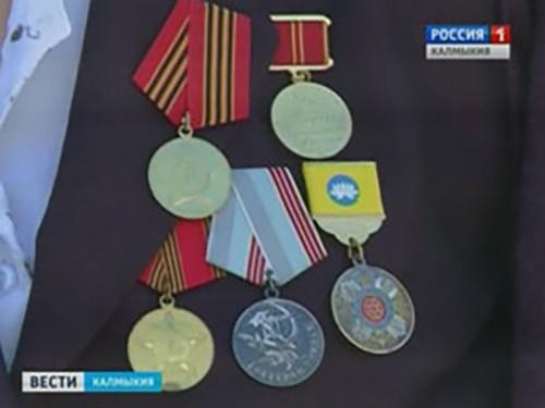 В Элисте продолжаются вручения юбилейных медалей ветеранам