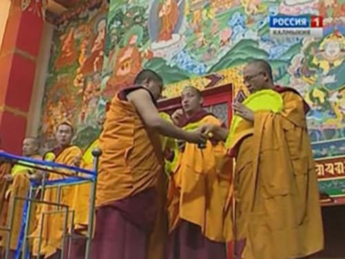 В Элисте продолжается построение мандалы Будды Амитаюса