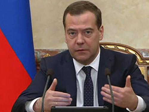 Медведев: россияне готовы противостоять любому давлению извне
