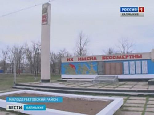 Алексей Орлов совершил рабочую поездку в Октябрьский и Малодербетовский районы