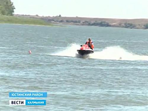 В Юстинском районе прошли водно-моторные соревнования