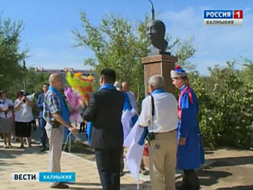 В школе №12 Элисты открыт бюст первому скульптору Калмыкии