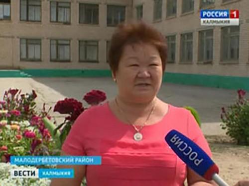 В селе Тундутово приступили к ремонту подъездных путей к школе