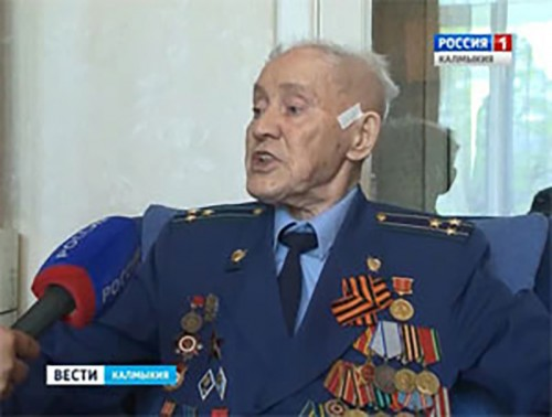 Ветерана Великой Отечественной Войны Ивана Сафонова поздравили сотрудники Следственного комитета