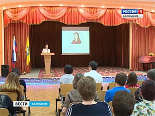 Марина Мукабенова вручила именные премии лучшим студентам Элисты