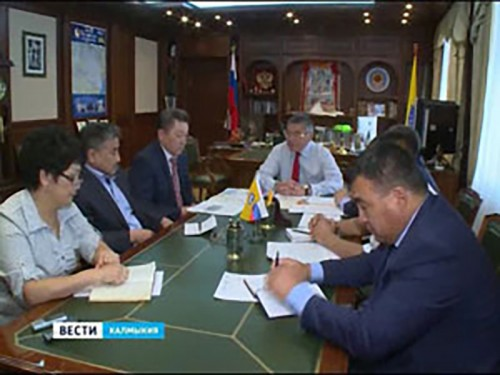 Руководители районов обсудили ситуацию с саранчовыми