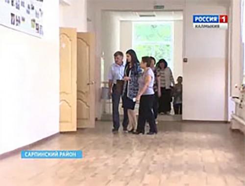 Депутат Государственной думы Марина Мукабенова побывала в Сарпинском районе