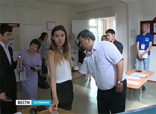 Выпускники одиннадцатых классов сдают ЕГЭ по иностранному языку устно