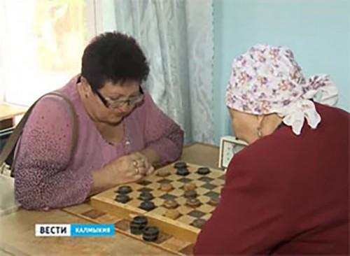 В Элисте прошел шахматно-шашечный турнир среди инвалидов по зрению
