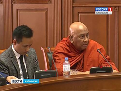 В Калмыкию с трехдневным визитом прибыла делегация буддийских монахов Мьянмы