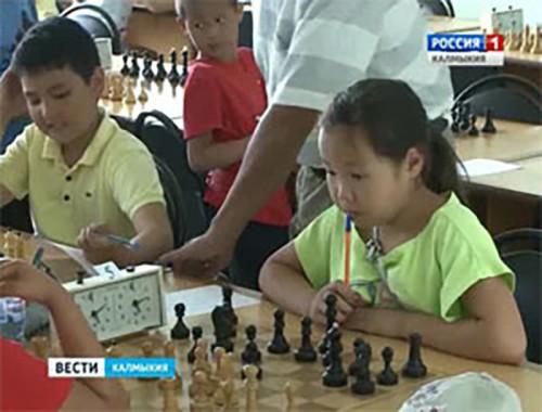 В Элисте продолжается шахматный фестиваль среди учащихся «Элистинское лето»