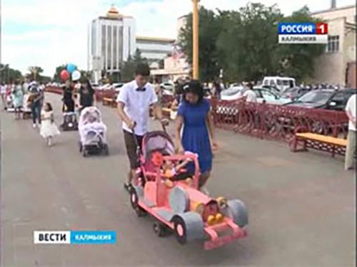В Элисте состоялся карнавал детских колясок