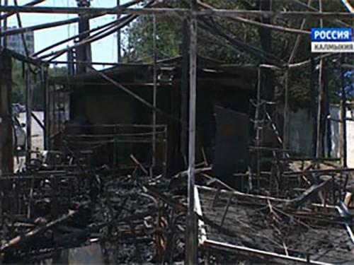 В Элисте сгорели 2 летних кафе
