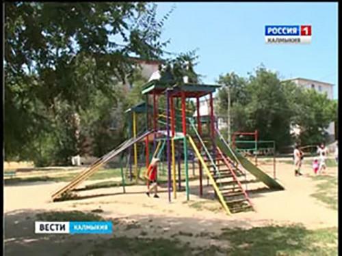 """Общественная палата Калмыкии завершила акцию """"Осторожно, детская площадка"""""""