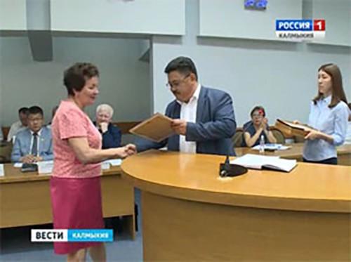 Сертификаты на новые школьные автобусы получили руководители 21-ой школы республики