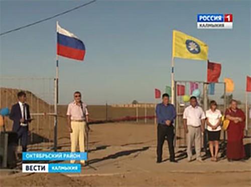 В дома жителей поселка Мирный Октябрьского района пришла живительная влага