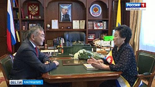 Звания «Почетный гражданин Калмыкии» за особые заслуги в развитии архивного дела удостоена Анна Тапкина