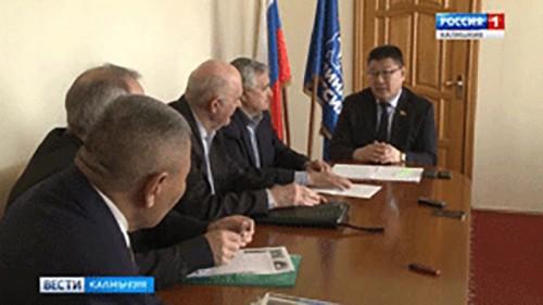 Батор Адучиев окажет помощь Совету Старейшин республики