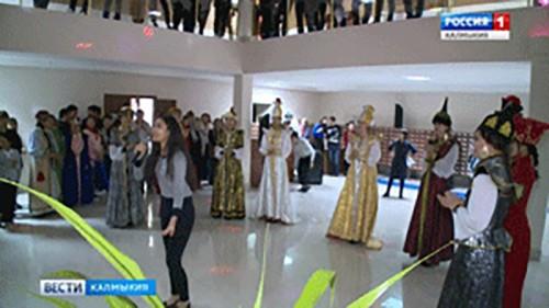 """Всероссийская акция """"Библионочь"""" собрала несколько десятков элистинцев и гостей столицы"""