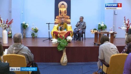 Шаджин лама Калмыкии даровал накануне вечером учения верующим республики