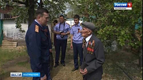 Сотрудники Следственного комитета поздравили ветеранов