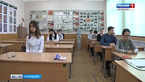 Выпускники 11-х классов сдают экзамен по предметам регионального цикла