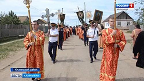 В поселке Цаган-Аман освящён поклонный крест