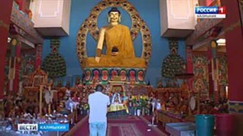 Буддисты Калмыкии отмечают День поворота колеса Учения Будды Шакьямуни