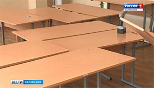 В школы Элисты доставили первую партию новых парт — 800 комплектов