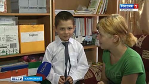 В Элисте прошла благотворительная акция по сбору первоклассников в школу