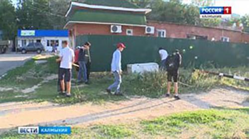 Волонтеры очистили от мусора восточную часть степной столицы