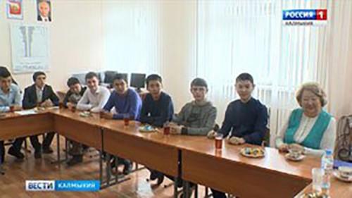 Депутат ГосДумы Марина Мукабенова вручила именные стипендии студентам