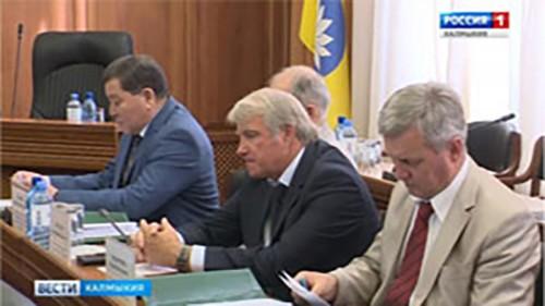 В Элисте состоялась внеочередная сессия парламента