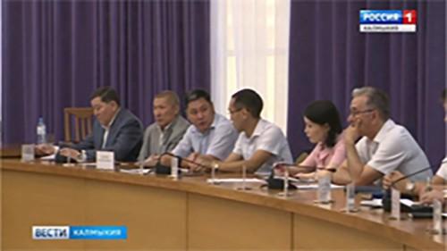 В Президиуме Правительства Калмыкии обсудили развитие автодорог и поддержку аграриев