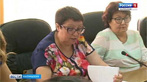В Элисте продолжают регистрировать укусы клещей