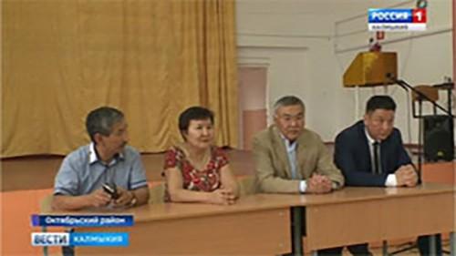 Глава Калмыкии посетил Октябрьский район