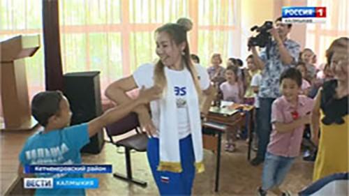 Нина Менкенова стала бронзовым призером чемпионата России по женской борьбе