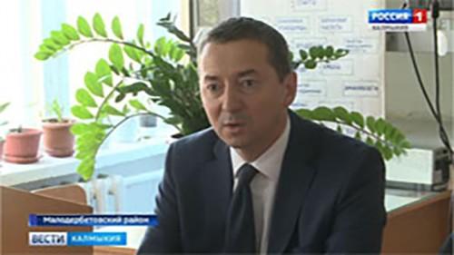 Игорь Зотов посетил ряд социальных объектов Малодербетовского района
