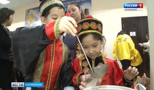 В КалмГУ отметили праздник Цаган Сар