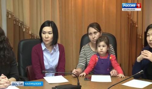 В Калмыкии принимаются социальные меры поддержки для молодых семей